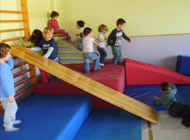 ¿Cómo se puede ayudar en la inestabilidad del niño deficiente visual? ¿De qué manera el niño deficiente visual supera las fases asimilativo-acomodativas hasta alcanzar ellenguaje?